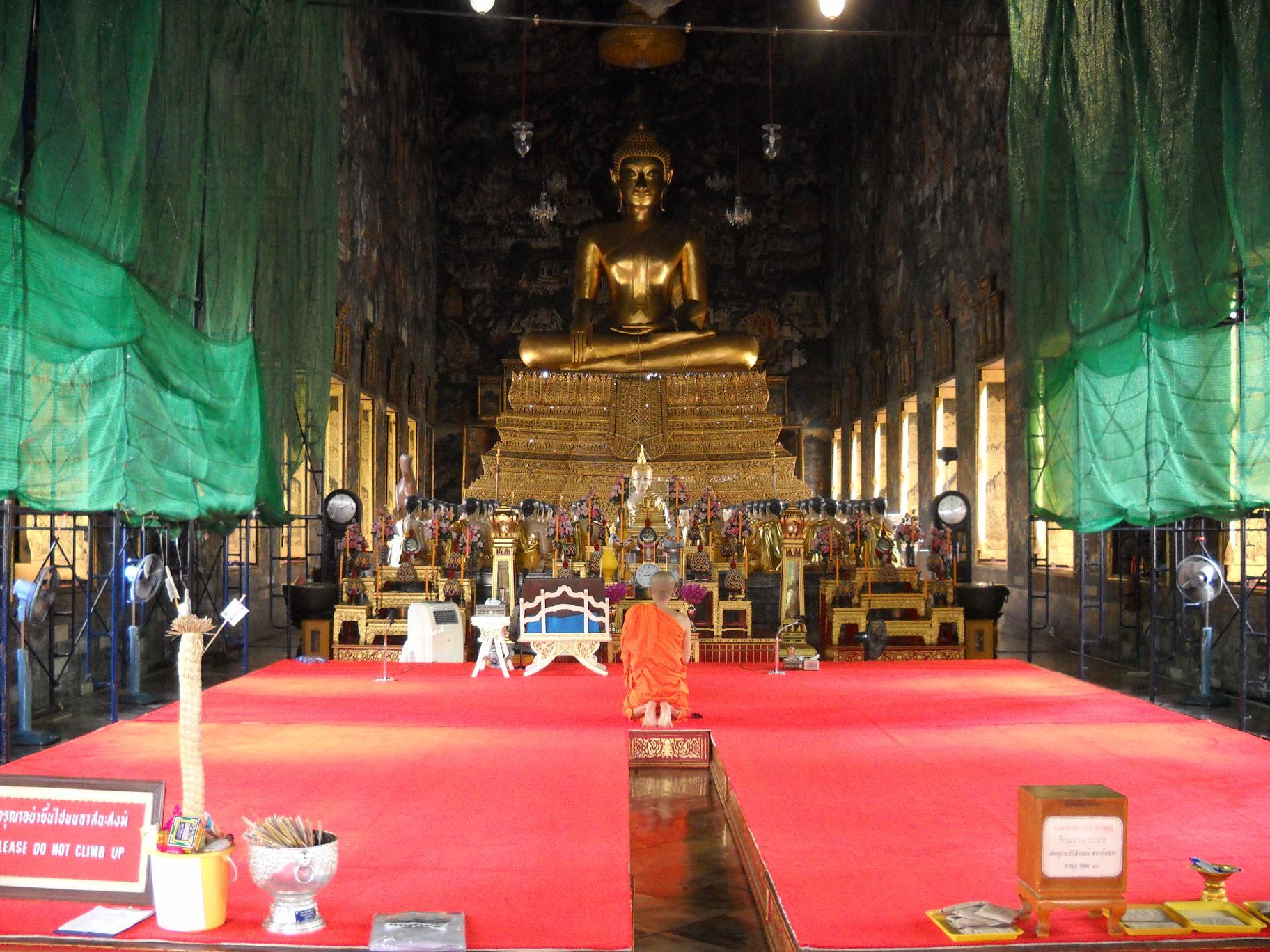 Будда и монах