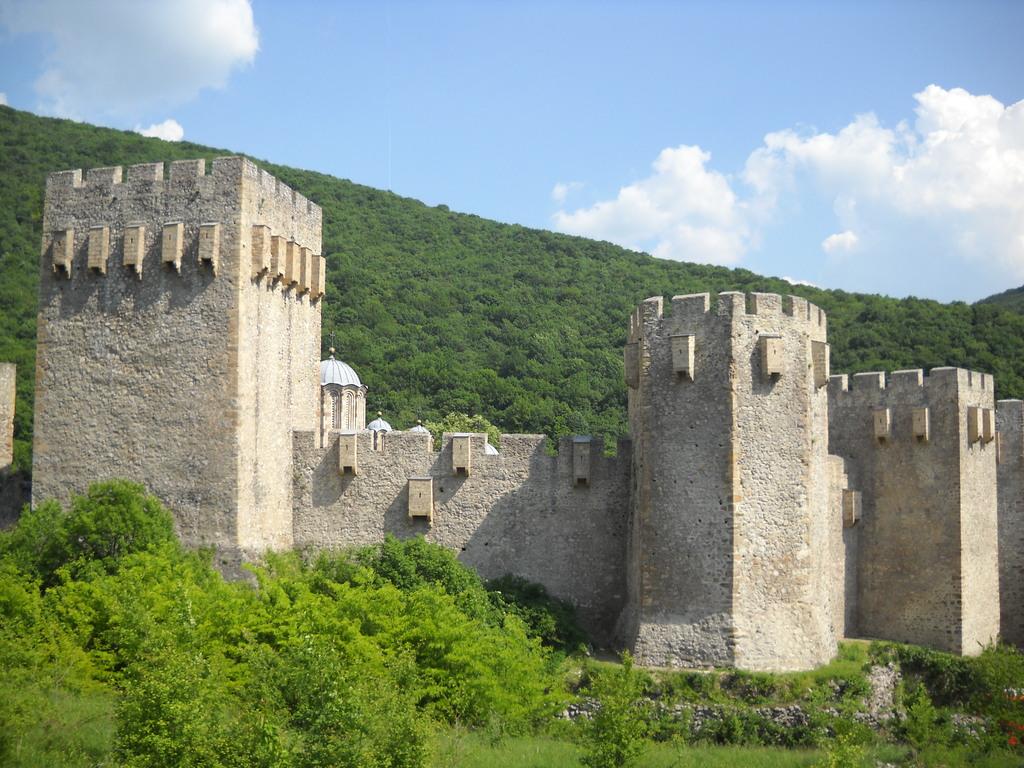 Суровые монастырские стены