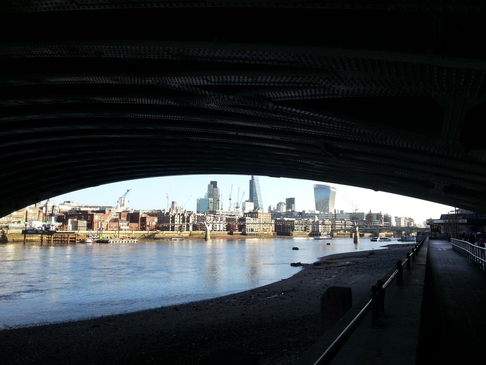 Темза из-под моста