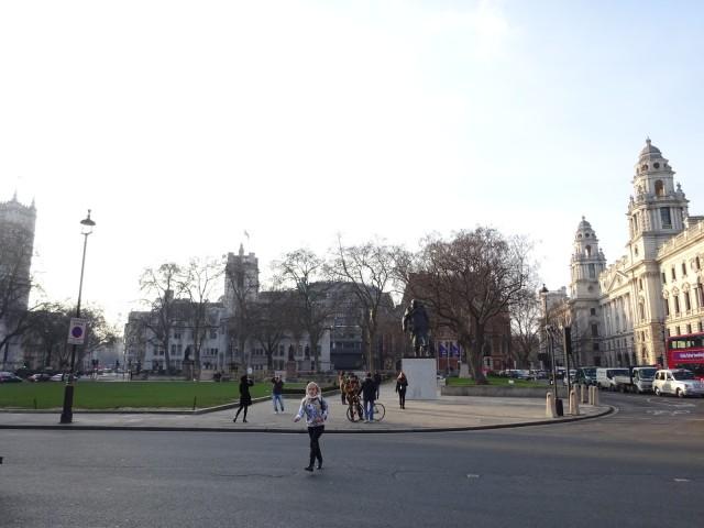 Площадь и Черчилль