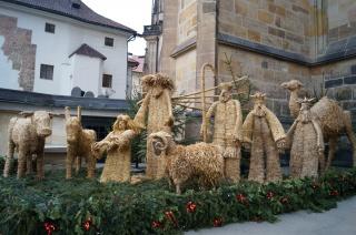 Рождественская композиция из соломы