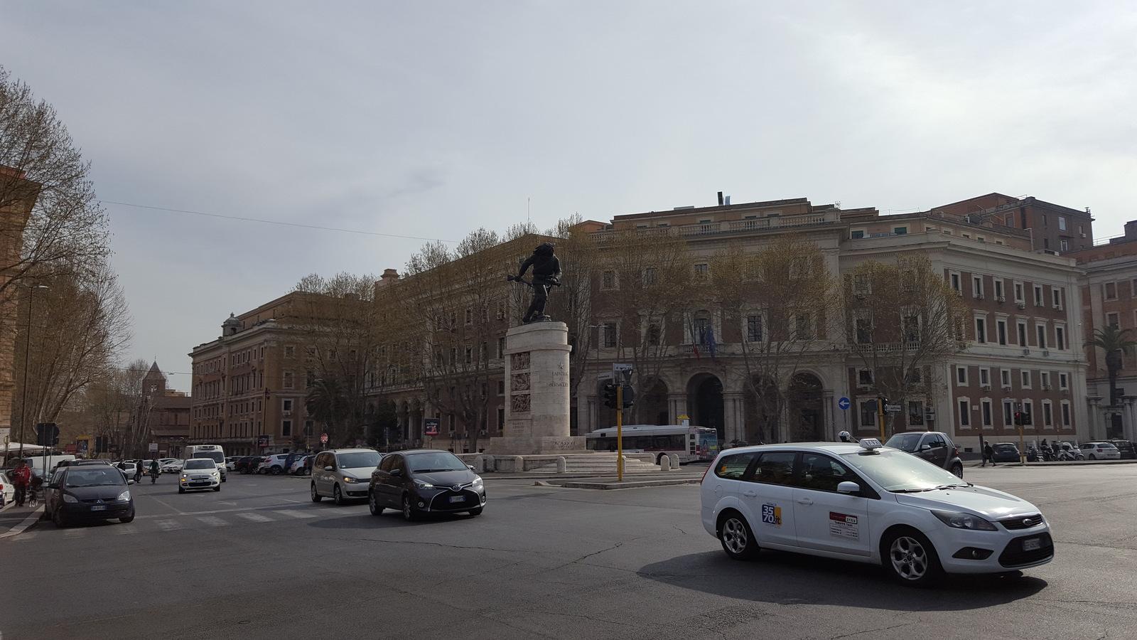 Памятник берсальерам