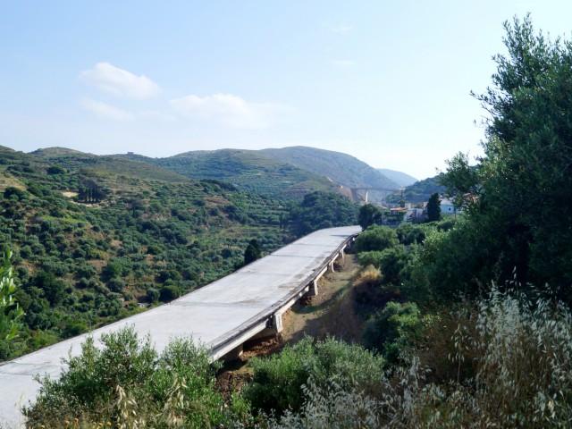 Недостроенная дорога в горах