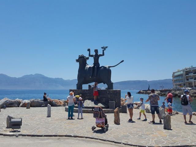 Скульптура в Агиос-Николаосе
